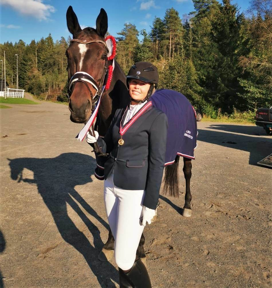 horse riding competition gear